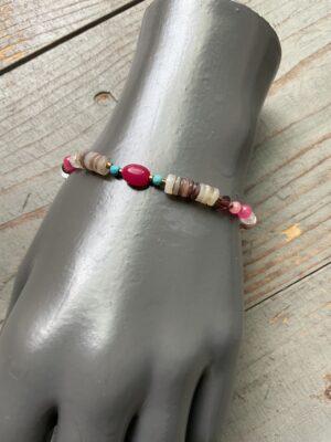 Armband met meerkleurige parels steentjes roze turkoois naturel